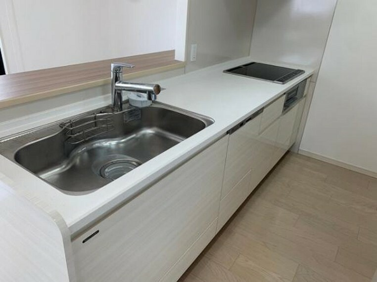 キッチン IHコンロ、食洗機付きのシステムキッチン