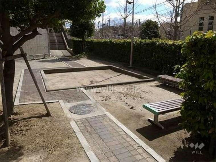 敷地内の小さな公園