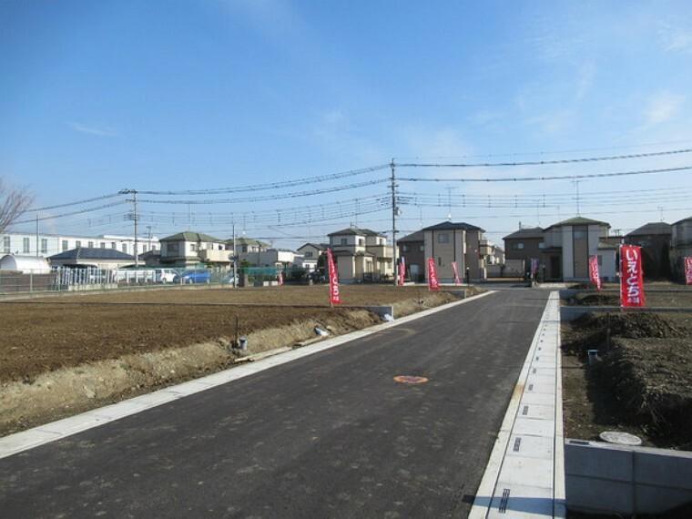 現況写真 北側の5mの開発道路、西側より撮影