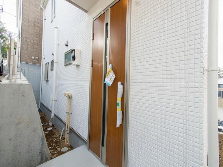 玄関 格調高いデザイン性を持つエントランスは、住む方のプライドを満たすクオリティ。
