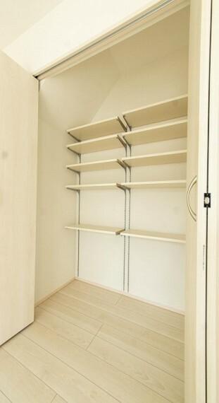 収納 空間を余すところなく有効利用した収納は生活空間をより上質なものにしてくれます。