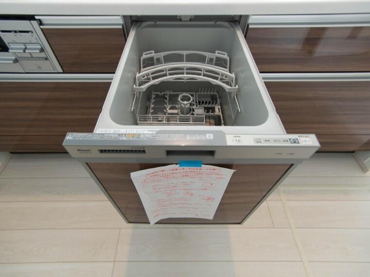 【ビルトイン食洗機】手洗いに比べ節水効果が高く、食器の洗浄から乾燥まで、食後の水仕事を軽減します。