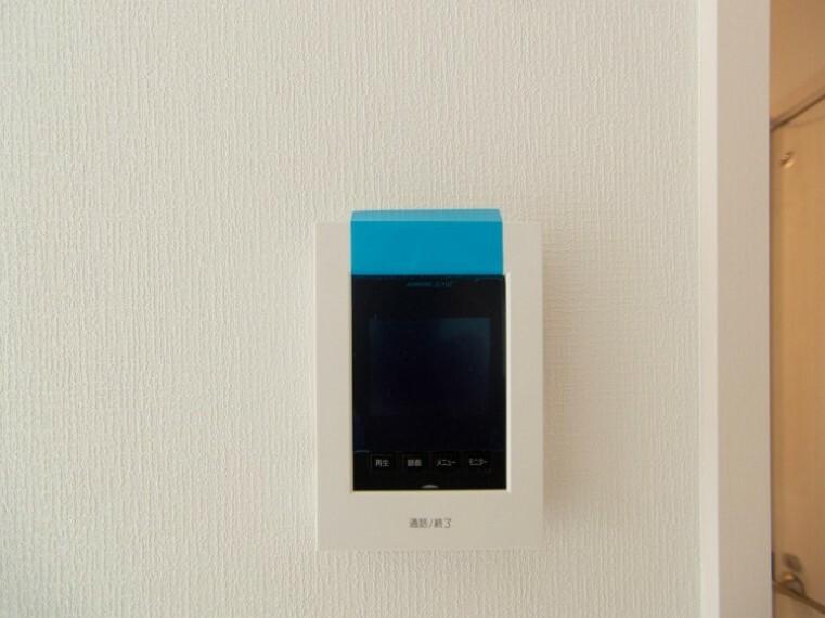 防犯設備 【TVモニター付インターホン】「見える安心」をカタチにしました。誰が来てもわかる様にモニター付きインターホンを設置。