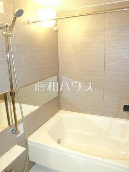 浴室 浴室乾燥機は梅雨の時期等、なかなか乾かない洗濯物を干すのに役立ちます! 【レーベン多摩永山GARDEN HILLS】