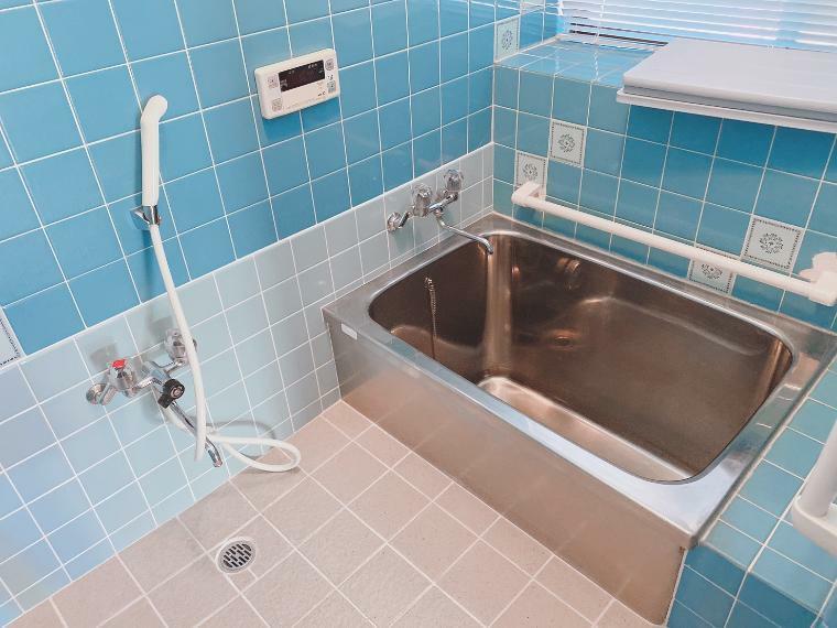 浴室 追い炊き機能、浴室乾燥機付きの浴室です。