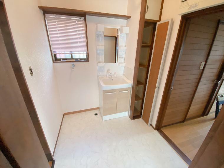 脱衣場 洗面スペースも広々としています。