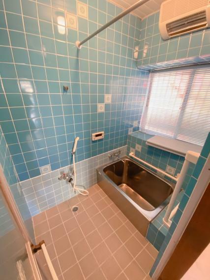 浴室 浴室乾燥機付きです。