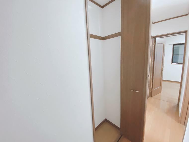 収納 2階廊下にも収納があります。