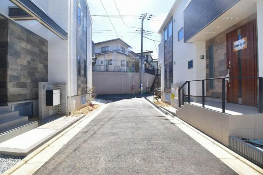 現況写真 京王井の頭線「浜田山」駅徒歩13分! 小・中学校やコンビニエンスストア、スーパーマーケット、病院など必要な施設が揃っています。