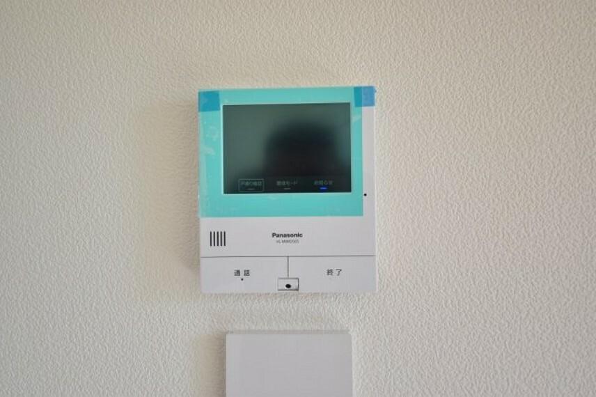 TVモニター付きインターフォン 来訪者もモニターチェックで安心です。