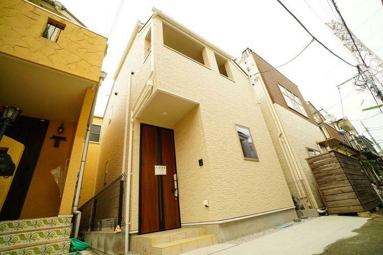 現況写真 世田谷区野沢1丁目の新築住宅です。職人さんの拘りが織り込まれた建物です。