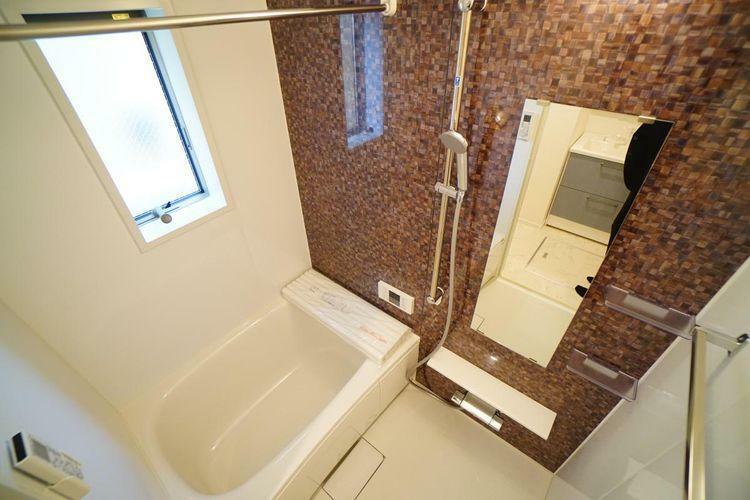 浴室 外が雨でも大丈夫。天気を気にせず洗濯物を干せる「浴室乾燥機」が付いてます。