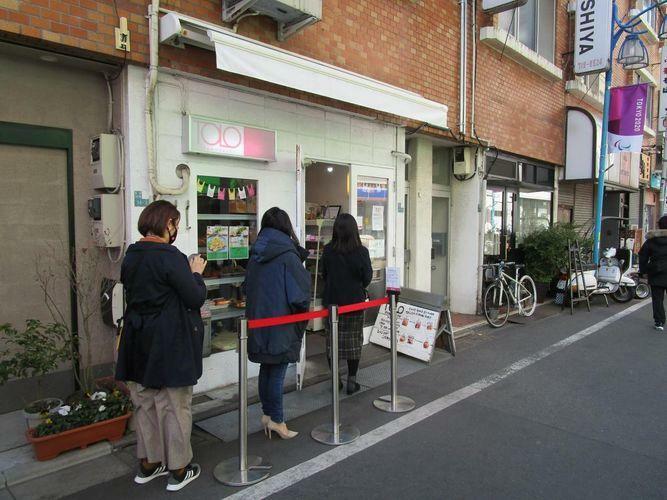 現況写真 徒歩1分 行列のできる人気のパン屋さん。