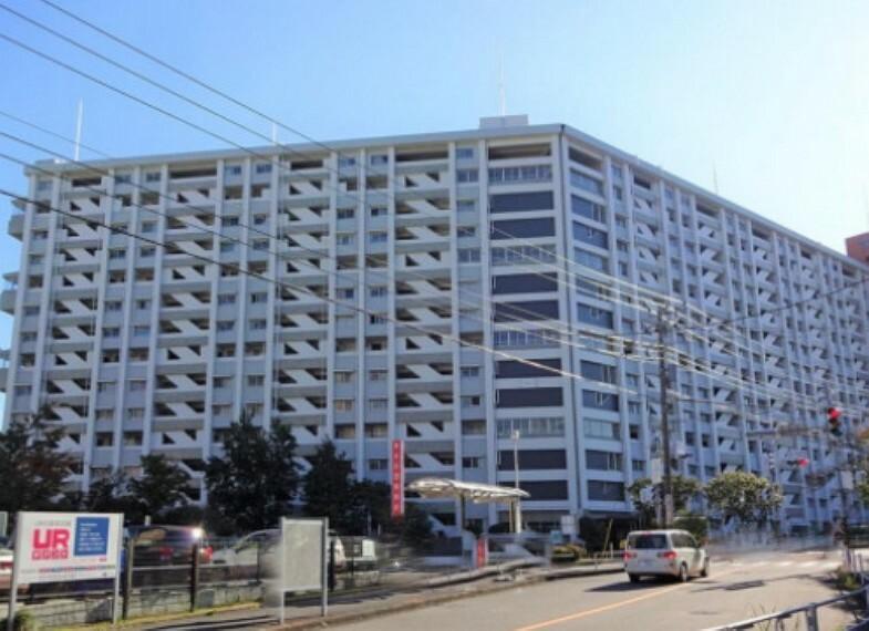 外観写真 横浜市南区永田みなみ台にある総戸数1035戸の大規模マンション。