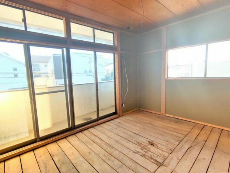 【リフォーム中】2階西側洋室です。和室から洋室へ間取り変更を行資、寝室や子供部屋として使っていただけますよ。