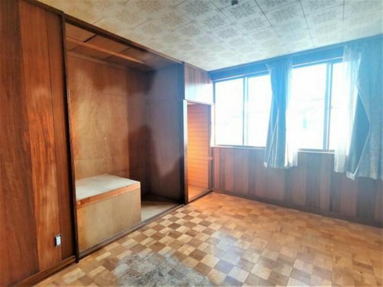 【リフォーム中】2階東側6帖洋室です。南側に窓あるため日当たりが良く、気持ちよく過ごせますよ。