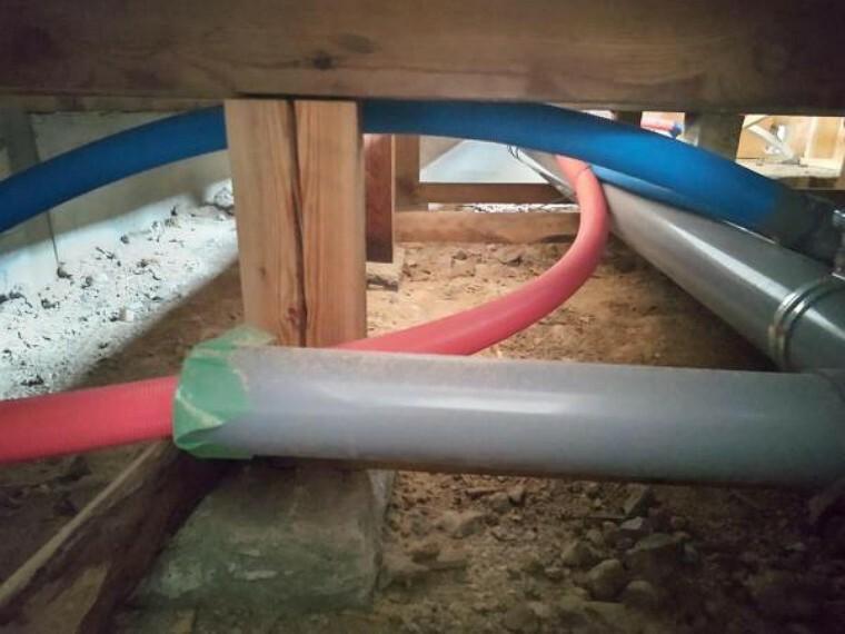 構造・工法・仕様 住宅の瑕疵(雨漏り、構造部分の欠陥や腐食など)は弊社が引き渡しから2年間保証します。その前提で床下まで確認の上でリフォームし、シロアリの被害調査と防除工事もおこないます。