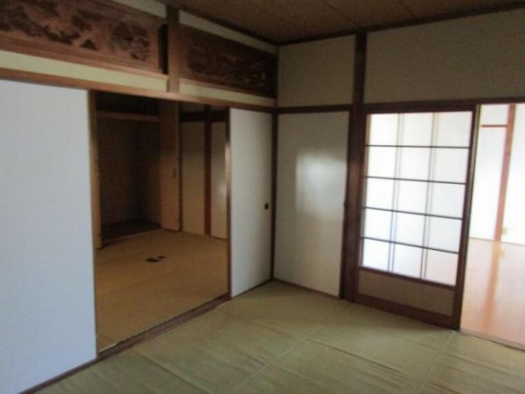 【リフォーム前】和室は今から洋室へ変更します。真壁から大壁にし、床・天井・壁クロスを張ります。さらに出入口ドア・収納部分も新品交換しますので開け閉めスムーズになり快適です。