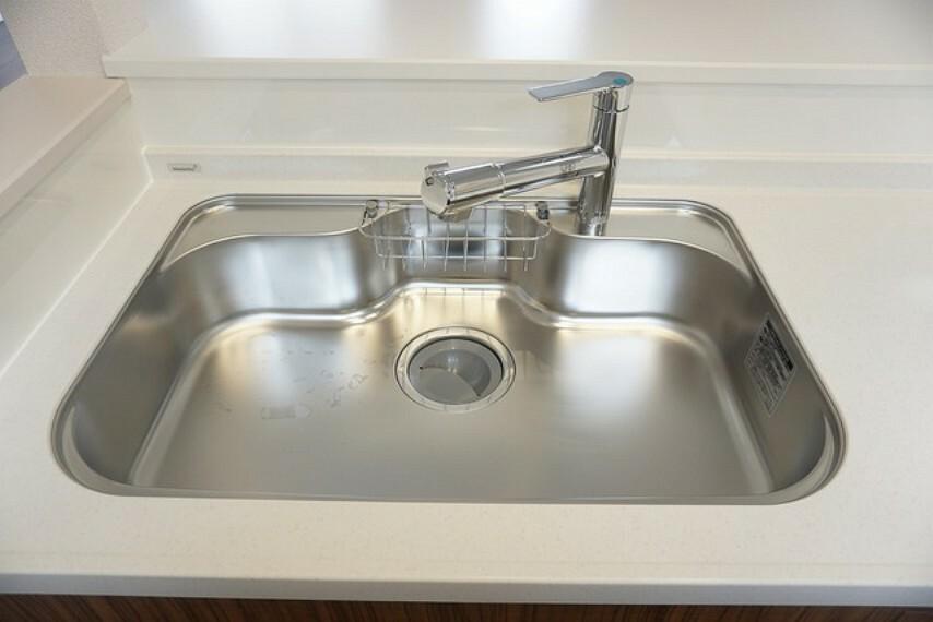 キッチン 「同仕様写真」広めに設計されたシンクは、お鍋などの大きな洗い物も楽々できます。