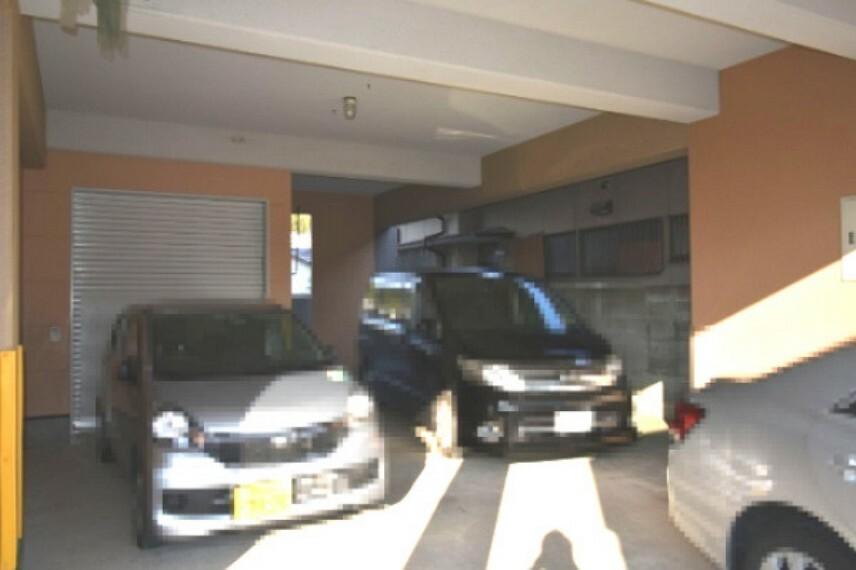 駐車場 車庫も広々ですよ