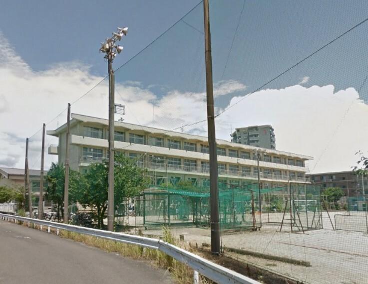 中学校 【中学校】高知市立大津中学校まで1049m