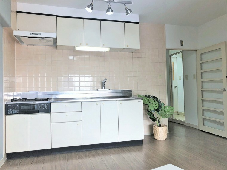 キッチン キッチンスペースには、カップボードも標準設置。デザイン性と機能性に拘った設備仕様です!
