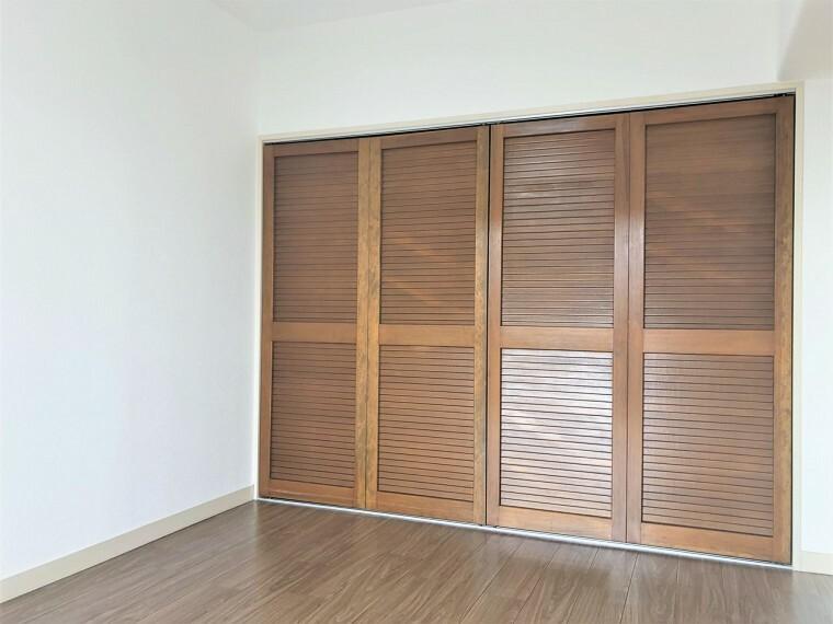 洋室 しっかりとした大きさのクローゼットを完備し、収納スペースも十分。初めてのお子様にとっての「自分の部屋」。学習デスクやベッドの配置もラクラクです