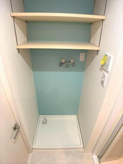 ランドリースペース ランドリースペースにはうれしい棚付きで洗剤なども置けますね