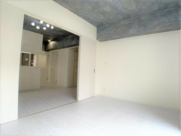 洋室 DKとの仕切り扉を開放すれば16帖の続き間大空間!