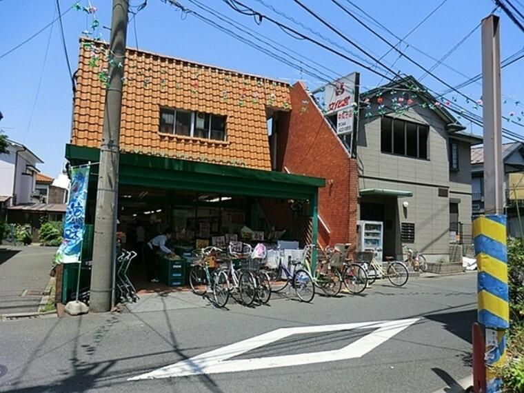 スーパー 文化堂中丸子店 日曜日は9時の開店から長蛇の列で朝早くから並んでいていつも活気のある親しみやすいお店だと思います。
