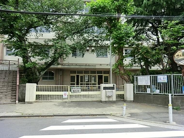 小学校 川崎市立玉川小学校 明治37年3月27日、御幸村立尋常玉川小学校として創立し、今年で115年となる伝統ある学校です。