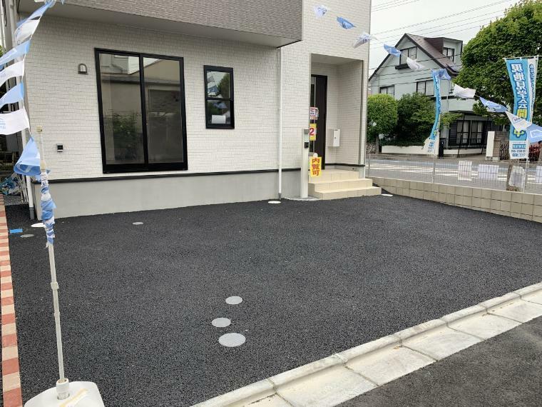 駐車場 駐車スペース並列で2台可能 急な来客時も駐車スペースを探す必要がなく安心です