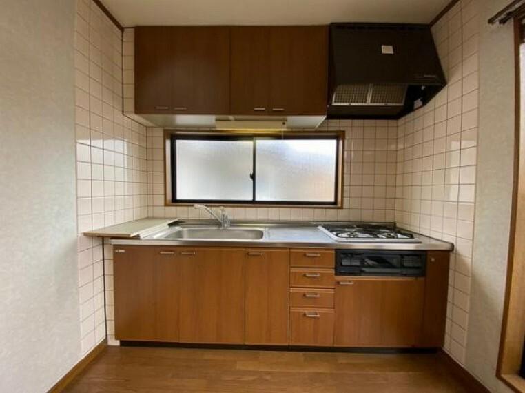 キッチン 収納たっぷりで、使い勝手の良いキッチン