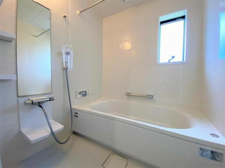 浴室 窓付きで通風良好な浴室です