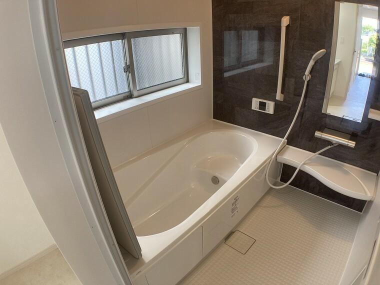 同仕様写真(内観) 同、建設会社の参考事例(浴室)