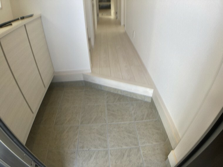 同、建設会社の参考事例(廊下と玄関)