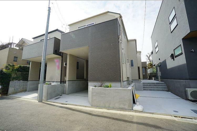 現況写真 世田谷区松原5丁目の新築分譲住宅。3路線が使える便利な立地に建つ全3棟。ライフスタイルに合わせた1棟をお選びください。