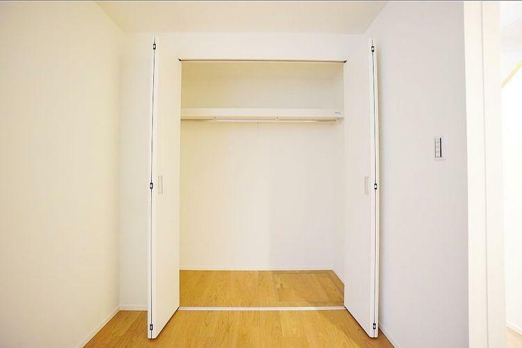 収納 各居室とも収納スペースが豊富で季節物の収納に困ることはありません。一年中お部屋がスッキリ片付きます。
