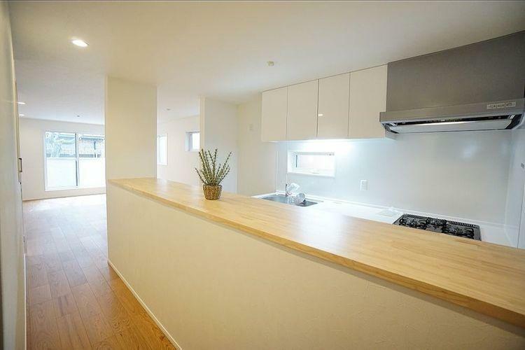 居間・リビング 開口部が多い明るいリビングです。家具が置きやすく、使いやすい形のリビングです。