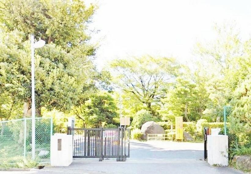 中学校 岡崎市立葵中学校 徒歩7分。