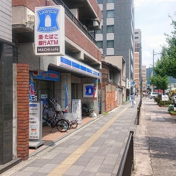 コンビニ 【コンビニエンスストア】ローソン 五条柳馬場店まで160m