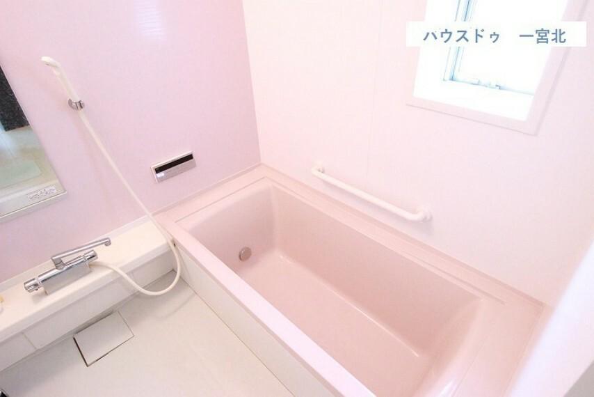 浴室 【浴室】換気ができる嬉しい窓付き