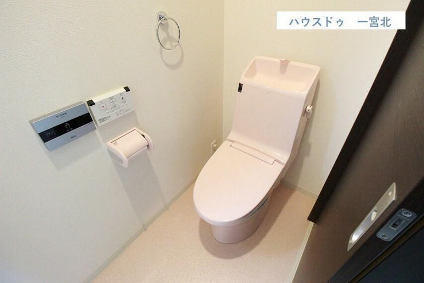 トイレ 【トイレ】白を基調とした明るい清潔感のあるトイレ