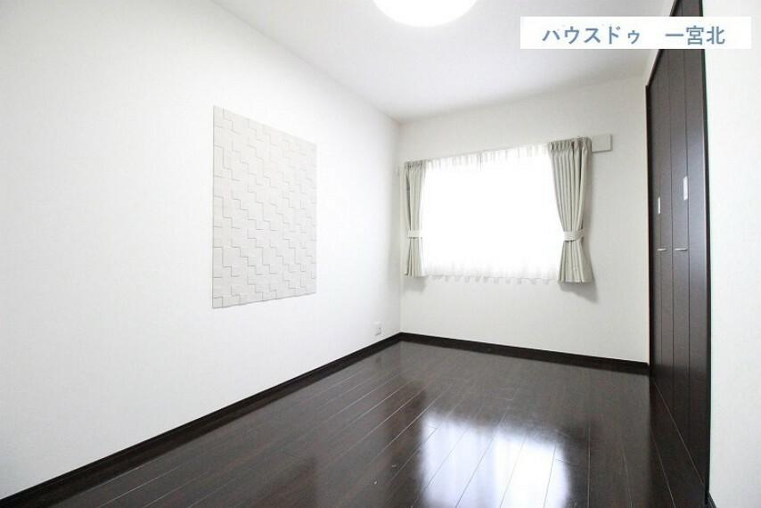 洋室 【2階 洋室】クローゼット付きの洋室