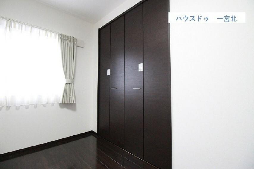 収納 【クローゼット】物が出し入れしやすい両面扉のクローゼット