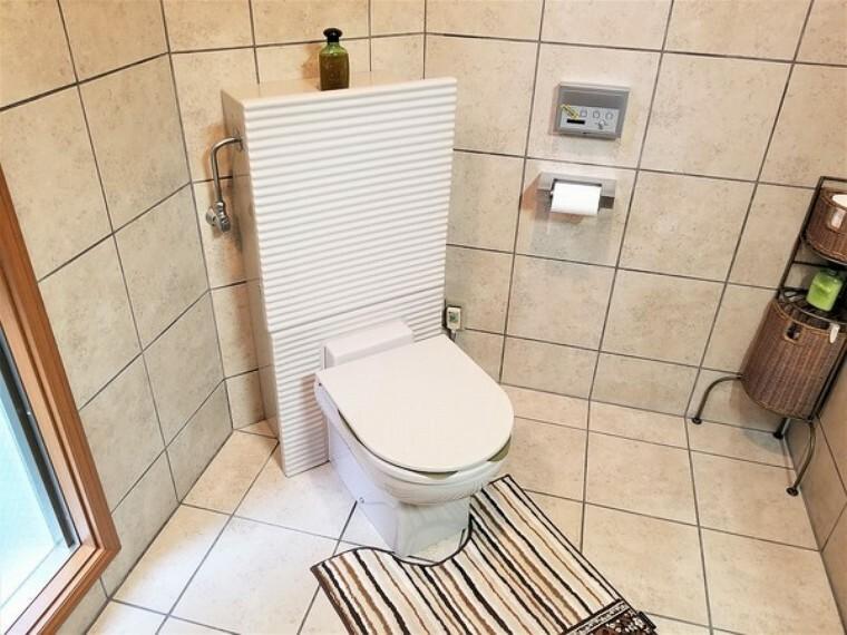 トイレ トイレ・ウォシュレットタイプのトイレが1階と2階に完備。いつでも清潔・快適!