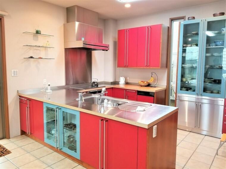 キッチン キッチン・無駄のない動線で毎日の準備、料理、後片付も苦にならず、笑顔でいられるキッチンです。
