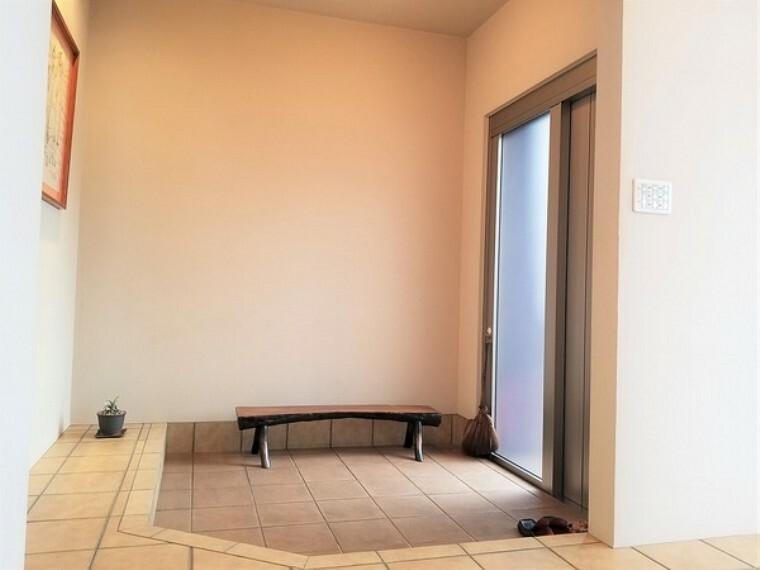 玄関 玄関・気持ちよくお客様をお出迎えできそうな玄関スペース