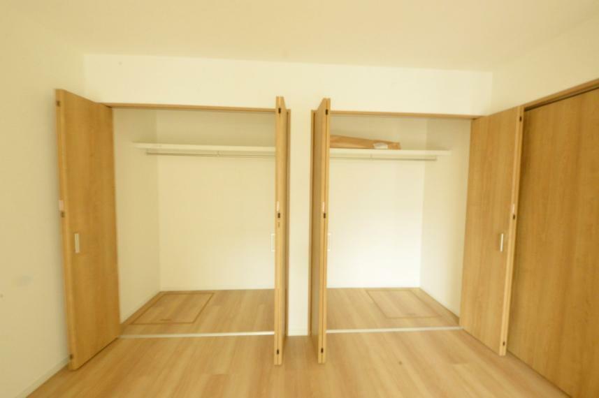 収納 1階洋室クローゼット