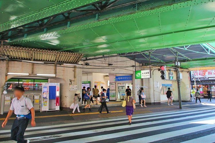 大久保駅(JR 中央本線) 徒歩6分。